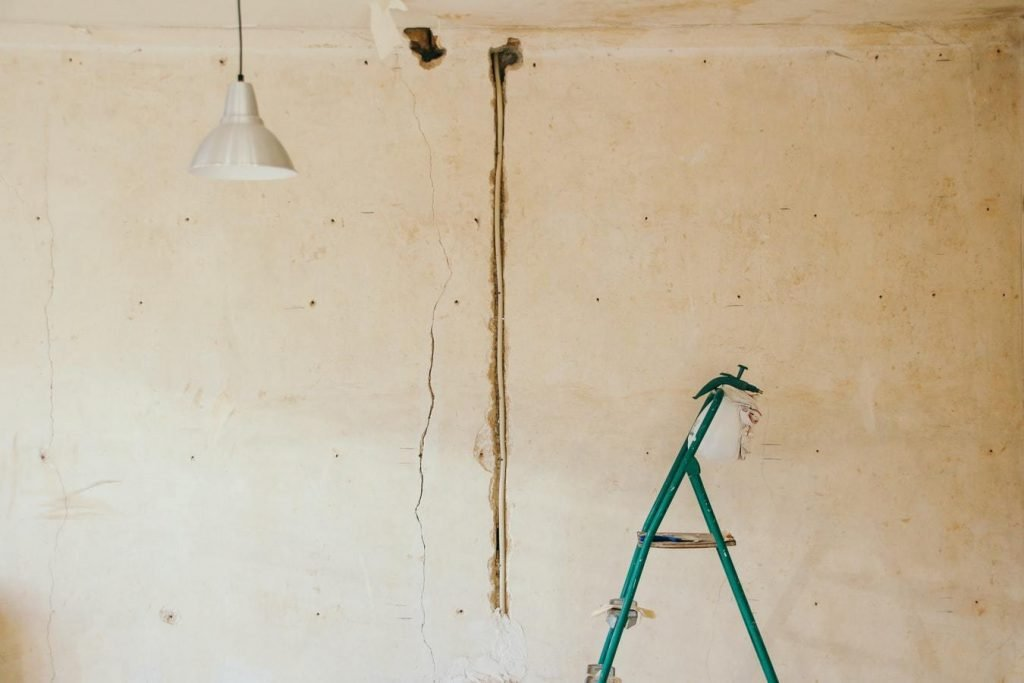 Four-things-to-consider-before-buying-a-renovators-dream